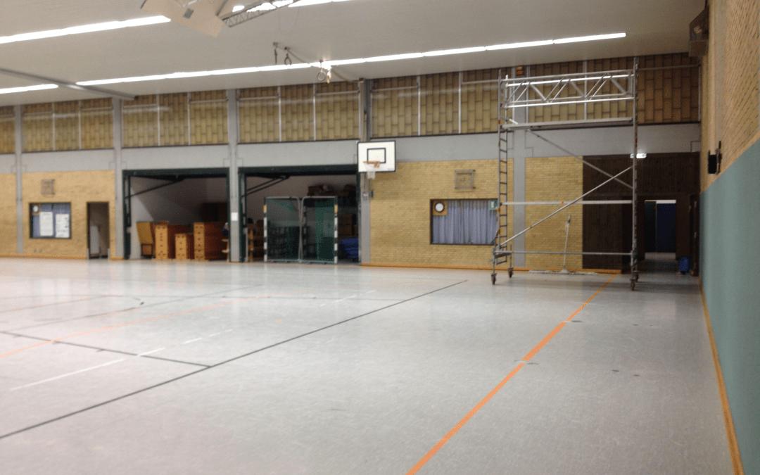 Modernisierung der Sporthalle am Standort Tolk durch Erneuerung des Hallenbodens und der Anbringung von Prallschutzwänden